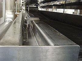 Continuous Belt Cookers - Condensate channel creating steam seal between lid and cooker tank